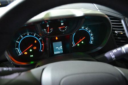 Chevrolet Orlando приборная панель